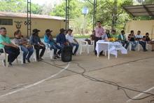 Comunidad escuchando al Alcalde