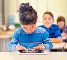 Niños aprenden a programar software jugando